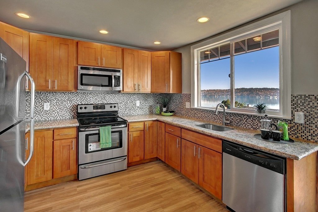 Honey Parawood with Santa Cecilia (Light) Granite Honey Parawood Shaker  Cabinets ...