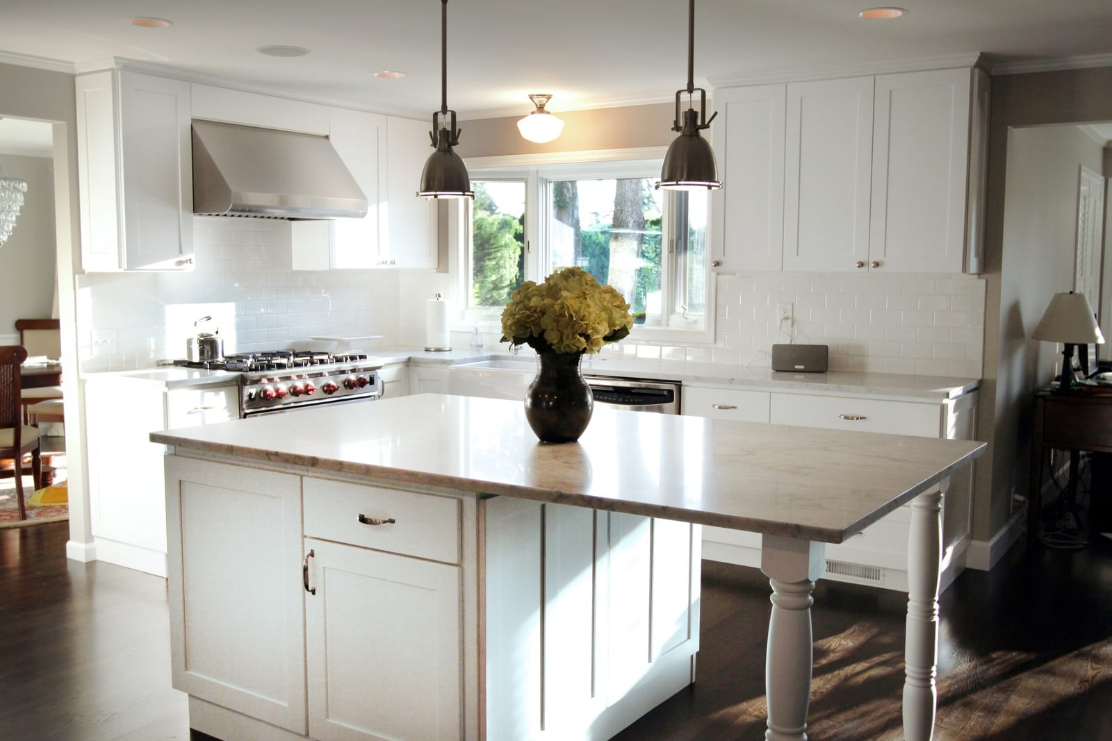 White Shaker Kitchen With Island And Cabi s on cabinet door construction