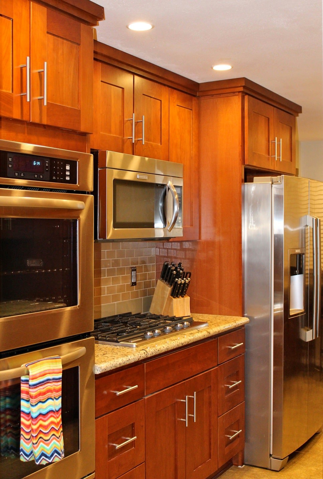 Natural cherry wood kitchen cabinets roselawnlutheran for Shaker cabinets