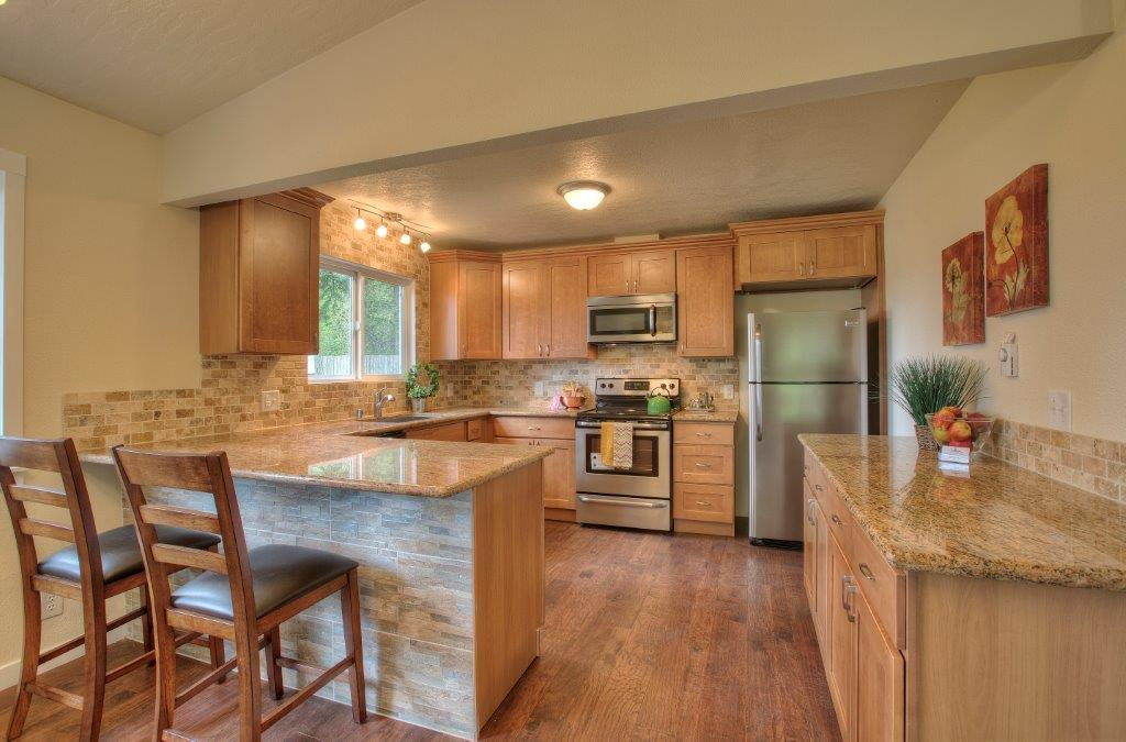 Pecan Shaker (Maple) - Pius Kitchen & Bath on Countertops That Go With Maple Cabinets  id=18787